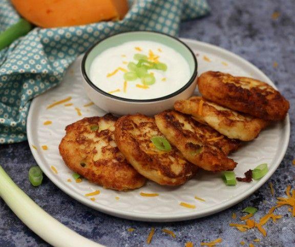 Ha maradt otthon egy adag krumplipüré, akkor se dobjuk ki, ha már nem kívánja a család! Hasznosítsuk inkább újra! Egy kis sajttal, liszttel és tojással zseniális palacsinta süthető belőle, mutatjuk, hogyan.