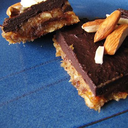 No-Bake Banana Chocolate Squares, no butter sugar or flour!Ripe Bananas, No Sugar, Healthy Banana, Bananas Chocolates, Almond Butter, Chocolates Almond, Healthy Desserts, Almond Squares, No Bak Bananas