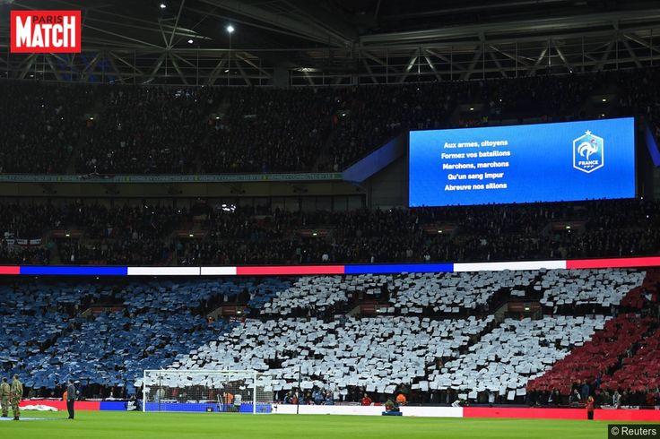 """Merci messieurs les Anglais pour cette leçon de solidarité et de fraternité dans ces heures aussi sombres pour la France. Avant et pendant la rencontre le public de Wembley a été exemplaire, comme nous l'explique le journaliste de Sports.fr Alban Lagoutte, joint à la mi-temps du match amical.A voir: Tout Wembley a chanté la Marseillaise""""Dès l'entrée de l'équipe de France pour l'échauffement, il y a eu des applaudissements et des encouragements. Il y avait des drapeaux français dans tout le…"""