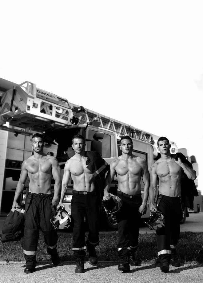 On découvre le calendrier des Pompiers, hum...