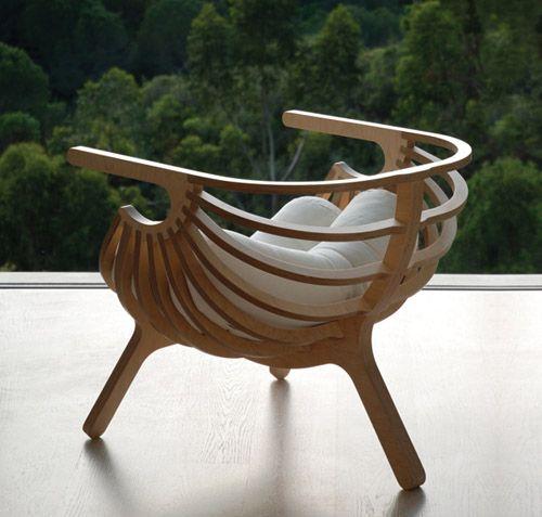 Кресло в виде морской раковины