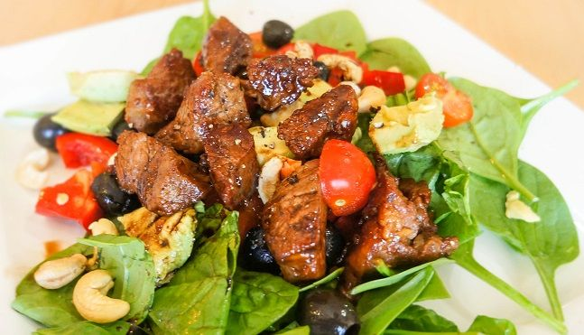A fresh and tasty salad for lamb lovers that's ready in under 20 minutes! #yumpaleo #yum #paleo #delicious #lamb #salad #happytummy #happyhormones #foodporn #igers #thebest #healthy #recipes