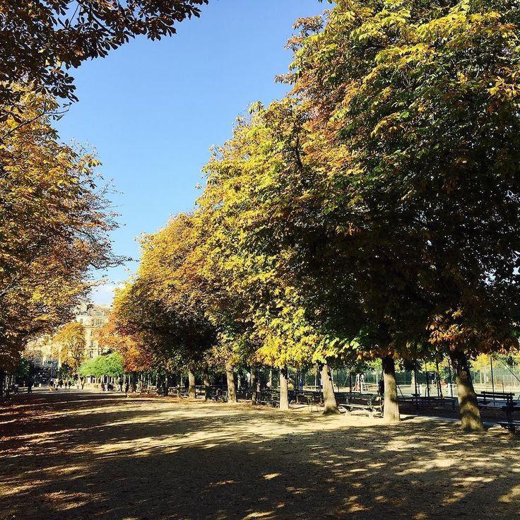 Przypominam się z moim paryskim postem! Link w bio #jardinduluxembourg #weekend #lifestyle #instagood #nofilter #autumn #sunnyday #tbt #paris #france #parisian #instacool #travel #traveling #polishblogger #dimanche lifestyle album
