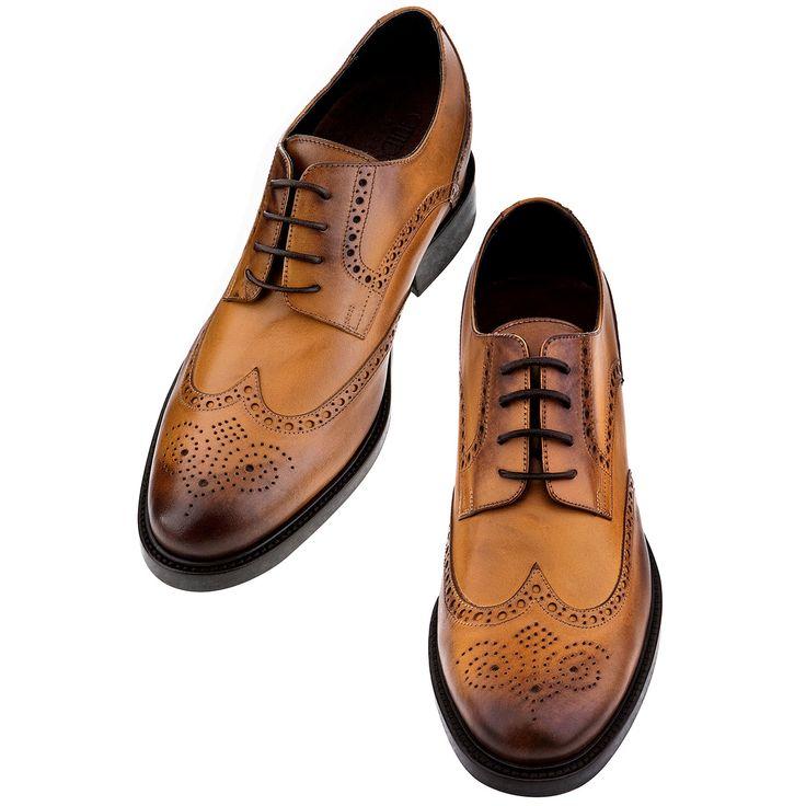 Comode, eleganti, esclusive: solo il meglio per le scarpe classiche stringate con rialzo  GUIDOMAGGI.  http://guidomaggi.it/a-i-2014-15/rodeo-drive-detail#.VJhIEsAAA