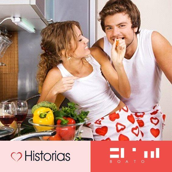 Momentos románticos en la cocina.