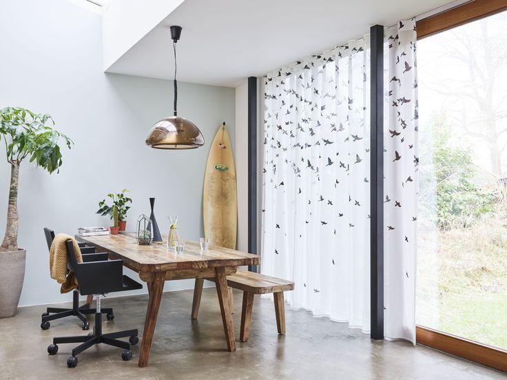 Wavegordijnen; een moderne strakke vorm van raamdecoratie, maar wel de warme sfeer in huis halen. In combinatie met een roede of rails een echte eyecatcher!
