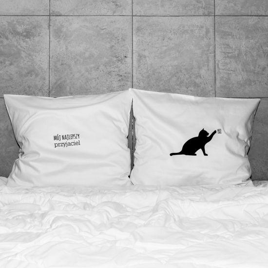 słowa, które odmienią każde wnętrze! białe, gładkie poszewki z zakładką 20 cm, 2 szt.100% bawełna (satynowana) prać ręcznie na lewej stronie maks. temp. 30°C seria: DAILINESS #whiteplace #whiteplacepl #pillow #poszewka #dekoracja #prezent #gift #kot #przyjaciel #bestfriend #cat #homedecor #poszewki #poszewkidekoracyjne #pieknasypialnia #mojasypialnia #fome #decor #dom #codziennosc #dailiness #myhome #mojdom #wnetrza #interior #interiors #blackandwhite