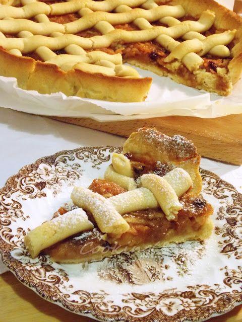 Τάρτα μήλου με σταφίδες / Apple tart with raisinsΣτρούντελ με μήλα, χαλβά, σοκολάτα, μέλι