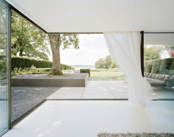 Die besten 25 bodentiefe fenster ideen auf pinterest dunkelgraue vorh nge dachfensterhaus - Bodentiefe schiebefenster ...