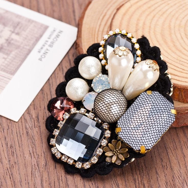Nine Flower Brand  Fashion Retro Lace Imitation Gemstones Brooch Women Pearl Corsage Pin Luxury Designer Jewelry