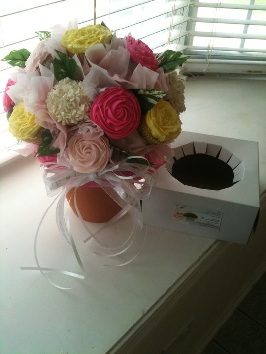 Love these cupcake flower bouquets!