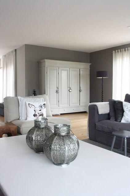 Putty wallcolour - Prachtig die witte kast voor de grijze muur - vloer - bank