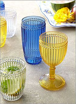 Another great addition to your outdoor activities this summer is Le Cadeaux's Milano Drinkware. The glasses are unbreakable, dishwasher safe and stylish! Whether you're entertaining by the pool, or having an outdoor picnic at the park, these glasses, along with your Hen House Linens, are sure to dazzle your friends and family.