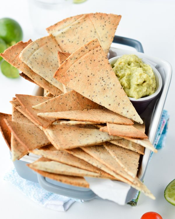 Low Carb Tortillas Chips, quick and easy baked keto chips with only 5 ingredients. 100 % grain-free, Paleo + Vegan. Those are life changing chips made of almond meal and chia seeds and only 0.4 net carb per chips. #lowcarb #keto #vegan #appetizers
