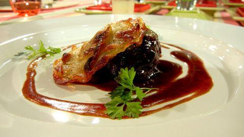 joues de veau du québec braisées, pommes confites et verrine d'un crémeux de panais à l'émulsion d'un lait de parmesan - Jerôme Ferrer