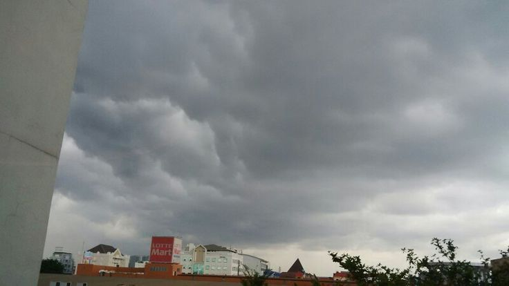 Apa yang ada dalam bayanganmu tentang awan ini? #selasa12jan16 #langitdiatasMOI