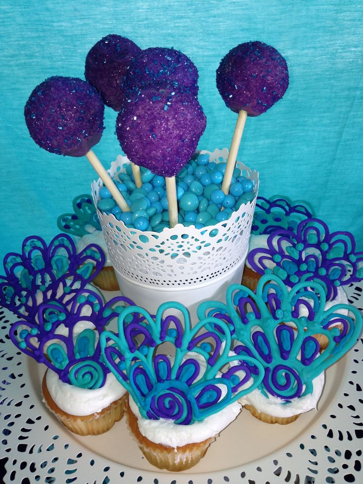 Mehndi Cake Toppers : Henna inspired royal icing peacock cupcake toppers