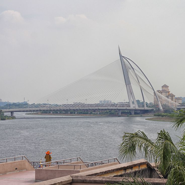 Seri Wawasan Bridge.  Putrajaya, Malaysia.