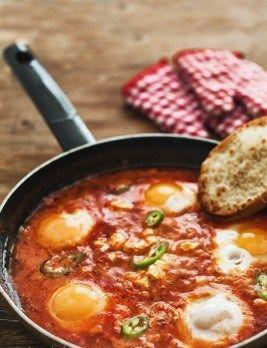 Яйца на очи с доматен сос – 359food.bg