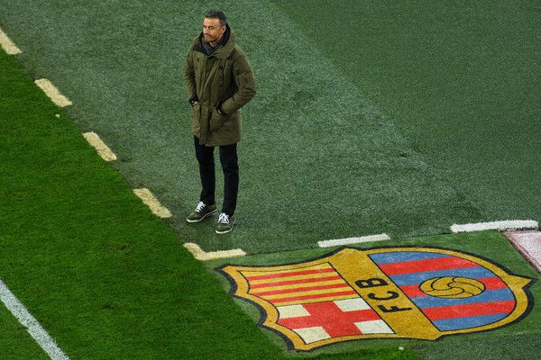 Luis Enrique Photos Photos - Head coach Luis Enrique of FC Barcelona looks on during the Copa del Rey round of 32 second leg match between FC Barcelona and Hercules at Camp Nou on December 21, 2016 in Barcelona, Spain. - FC Barcelona v Hercules - Copa del Rey