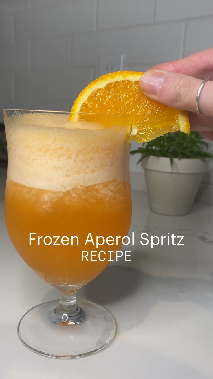 Summer Drinks, Fun Drinks, Alcoholic Drinks, Beverages, Aperol Spritz Recipe, Cocktail Recipes, Cocktails, Make Simple Syrup, Frozen Drinks