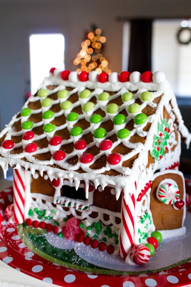 Super adorable Christmas Gingerbread house.  Some fun stress free tips, too!  |  My Name Is Snickerdoodle