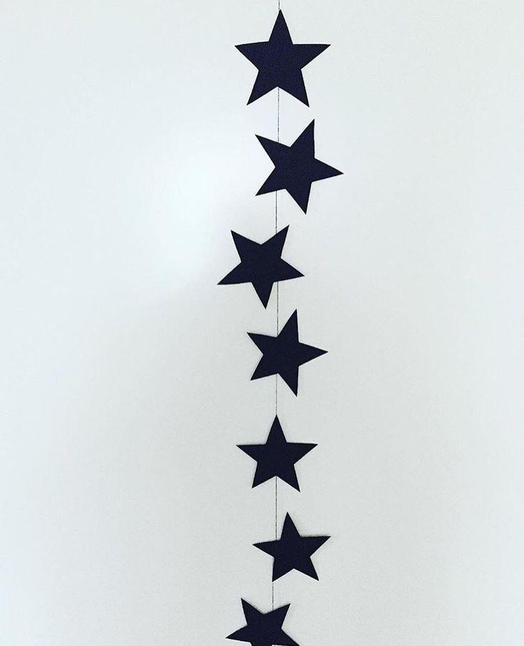 Stjärn-vimpel gjord av papper och tråd ⭐️