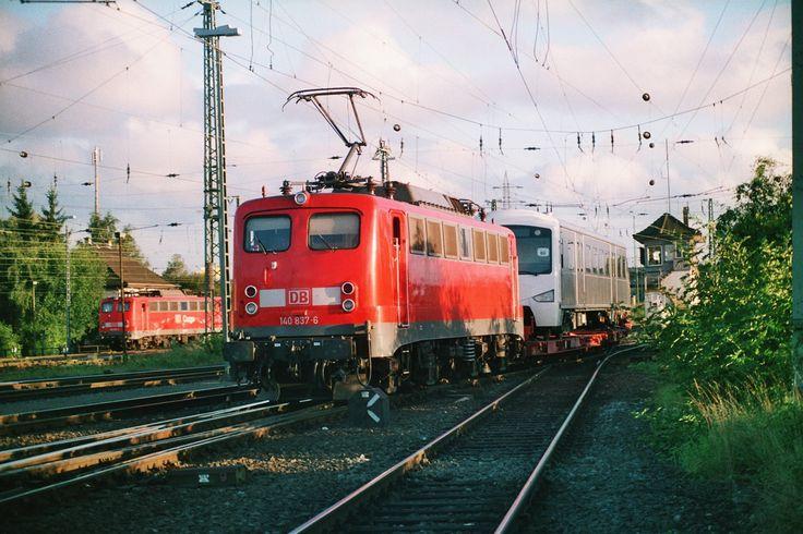 2002 tummelten sich auch viele 140er in Gießen Hier hat 140-837 einen Sondertransport am Haken