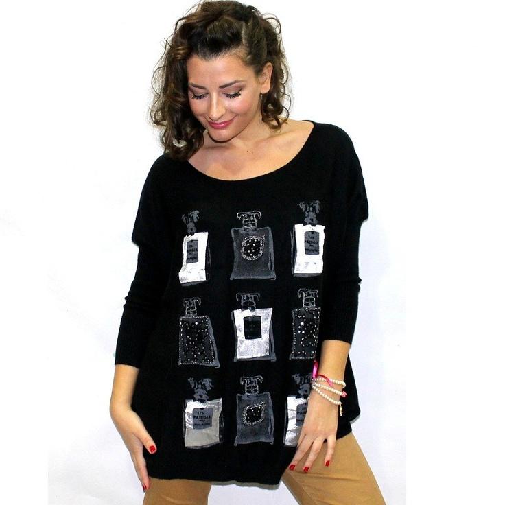 Πλεκτό πουλόβερ σε μαύρη απόχρωση με σχέδιο 9 μπουκαλάκια αρώματος.  Πάνω στο μπουκαλάκια είναι ραμμένες πούλιες σε γκρι και μαύρες αποχρώσεις.  Τα μανίκια του είναι 3/4.  Η γραμμή του είναι χαλαρή.  Είναι one size.  Μήκος 66cm  40%wool,40%cotton,20%cachmire   $42.00