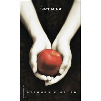 Twilight, Tome 1- Isabella Swan, 17 ans, déménage à Forks, petite ville pluvieuse dans l'état de Washington, pour vivre avec son père. Elle s'attend à ce que sa nouvelle vie soit aussi ennuyeuse que la ville elle-même. Or, au lycée, elle est terriblement intriguée par le comportement d'une étrange fratrie, deux filles et trois garçons. Bella tombe follement amoureuse de l'un d'eux, Edward Cullen.