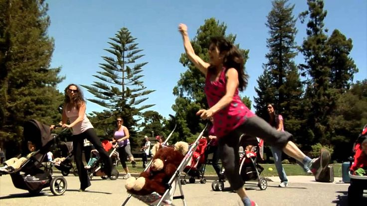 Mothers Day Flash Mob (Happy by Pharrell Williams)
