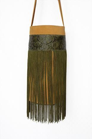 MINICUBO G337 Minicubo Gloriaca, piel, hecho a mano, maxi fleco de seda, pieza única. Disponible en Tienda online www.gloriaca.com Visita nuestro Blog www.gloriaca.es