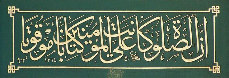 """""""...Zira namaz, mü'minlere belirli vakitlere bağlı olarak farz kılınmıştır."""" Nisa Sûresi, 103. Ayet, Hattat Sami Efendi'den."""