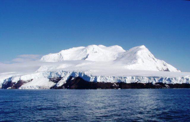 Imatge procedent de http://www.inshala.es/wp-content/uploads/2015/01/Peter-I-Island.Smithsonian-Institute.jpg.