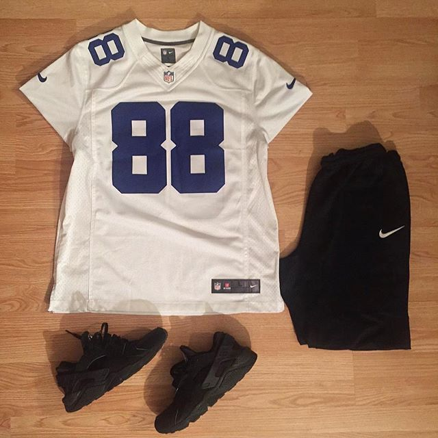 or: #NFL #WDYWTgrid by @dot_zee #mensfashion #outfit #ootd : #Nike #Dallas #Cowboys #DezBryant : #Nike : #Nike #Huarache #WDYWT for on-feet photos #WDYWTgrid for outfit lay down photos •