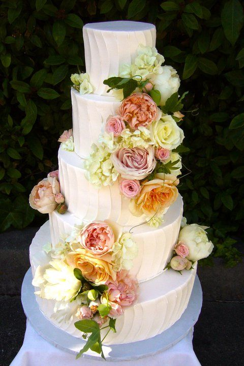 Wedding Cakes That Tastes As Good As It Looks! - MODwedding