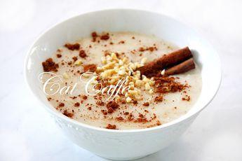 Porridge é uma papa de flocos de aveia cozidos em água, servida com leite frio ou natas e que pode ser acompanhada com doces de fruta. Norm...