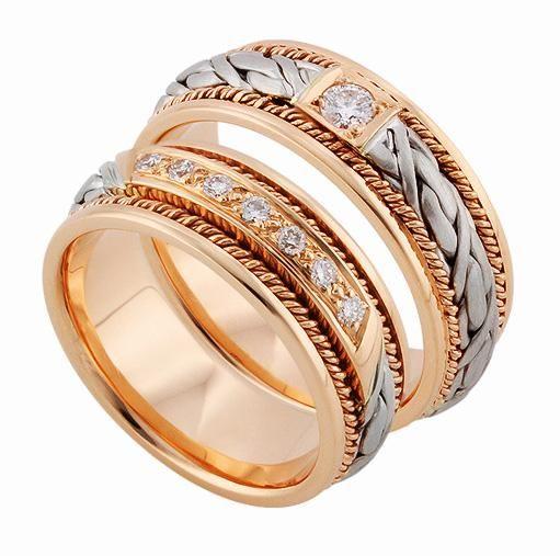 АРТ: ТС 1566-3. Эксклюзивные обручальные кольца с бриллиантами серии «Twin Set» ручной работы из золота 585 пробы. Высокое качество и мастерство исполнение. Идеальное сочетание колец, когда оба супруга хотят носить обручальные кольца с бриллиантами. Для женщины - яркая, сверкающая, королевская дорожка из 7 бриллиантов, для мужчины – скромно и сдержанно обручальное кольцо с одним круглым бриллиантом весом 0,10 карат.  Цена пары обручальных колец 57700р.