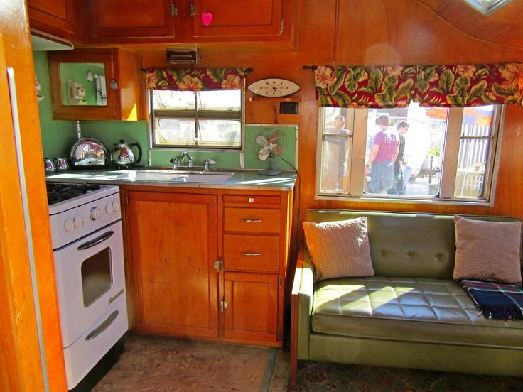 Vintage 1960's Beach Tropical Themed Cocktail time🍸🍹🥃 Camper Roadmaster Trailer. Featuring ref… | Mobile home makeovers, Vintage camper, Vintage campers trailers