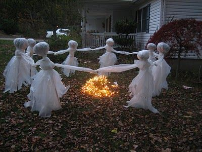 Halloween Lawn Ghosts! Easy tutorial here~: Halloween Idea, Halloween Decoration, Ghosts, Witches Hats, Front Yard, Yard Decoration, Halloweendecor, Outdoor Decoration, Halloween Party