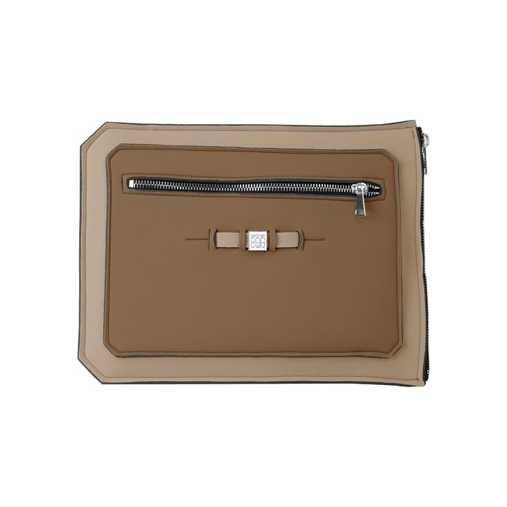 A super-light clutch ideal to shield and securely transport your 15 inch laptop, tablet or documents. Contrasting colours add a pop of flair to your work wardrobe.  Size  39 x 29.5cm  310g  Made in Italy  Vegan Friendly  Made from Poly-Lycra Fabric   Taupe