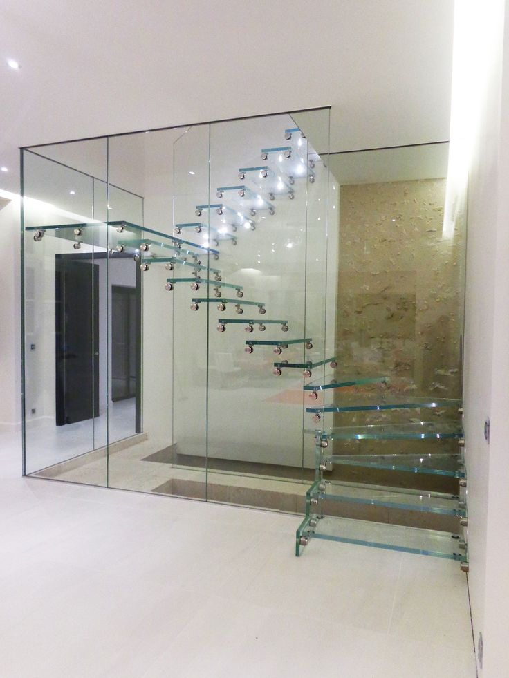 32 best escalier en verre glass staircase images on pinterest glass stairs modern stairs. Black Bedroom Furniture Sets. Home Design Ideas