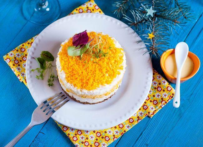 Вы уже составили новогоднее меню или все еще безрезультатно  листаете кулинарные журналы? Тогда встречайте подборку новых  модных праздничных салатов!  – читайте на Domashniy.ru