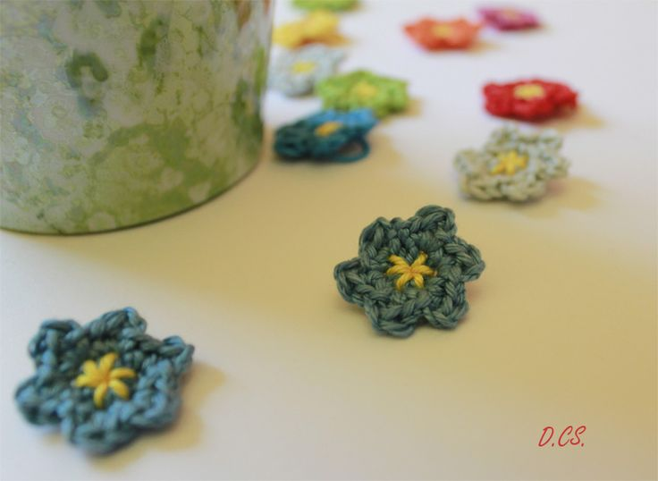 Crochet mini flower