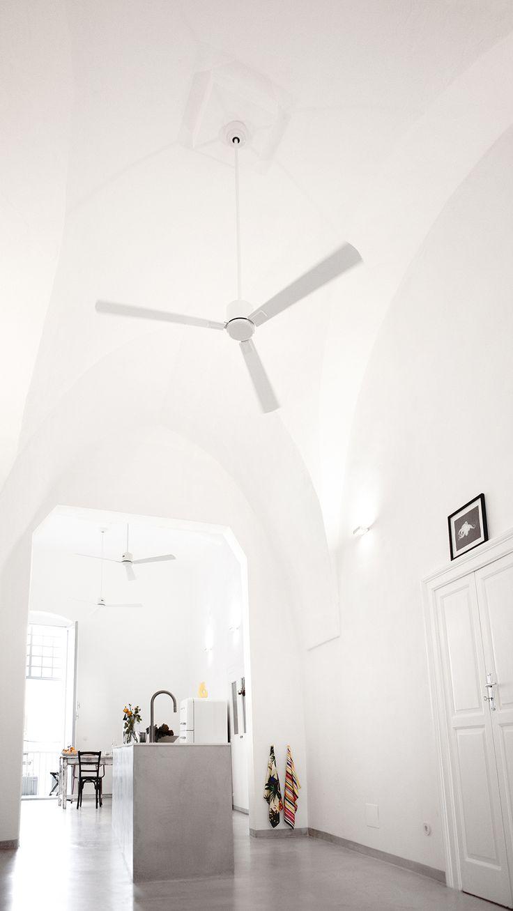 12 Meter lang, 4,70 m Deckenhöhe, gotische Bögen.   / / casapolpo.com (Ferienwohnung) CASA POLPO appartamento #italien #apulien #monopoli #puglia #italia #urlaub #ferienwohnung #casapolpo #interior