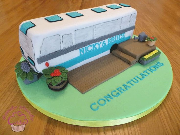 Majestic bus cake for Nicky and Bruce .... He proposed on this camperbus!