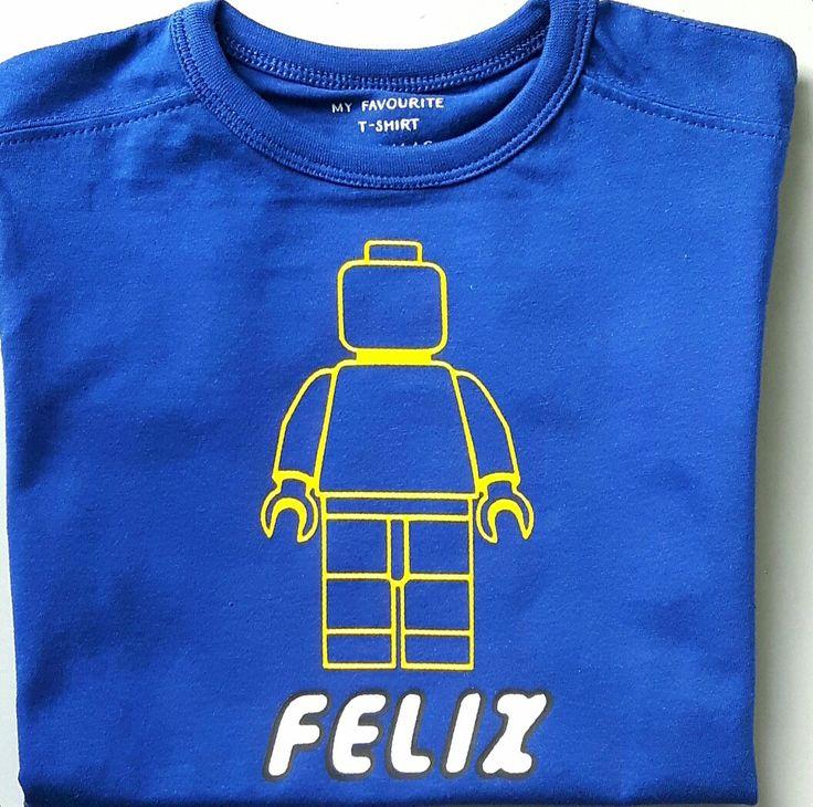 Shirt met lego poppetje en in lego letters naam