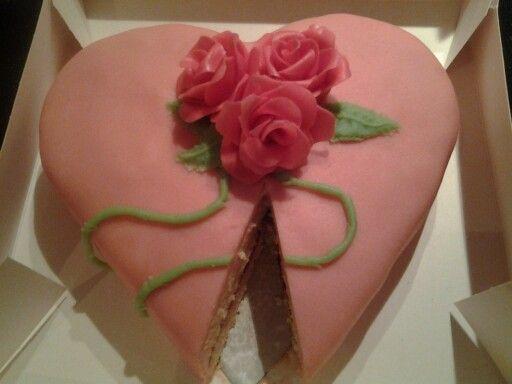Ivana heeft een mooie valentijns taart gebakken op school !!!!!!!!