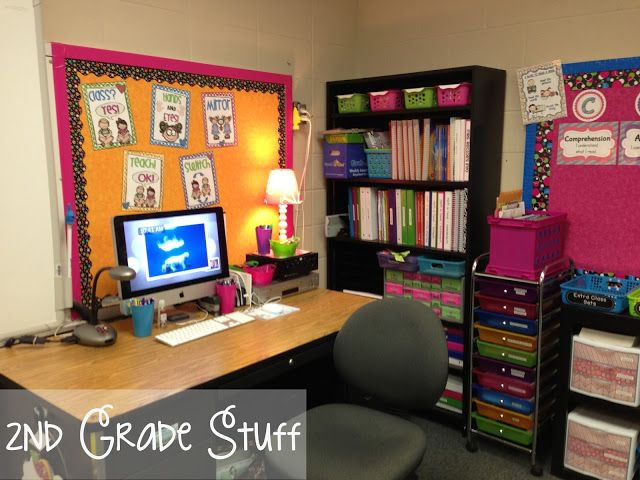 2nd Grade Stuff: Classroom Tour 2013-2014 Man is this a pinterest classroom or what?! I would love to have a desk area that looked like this. <3