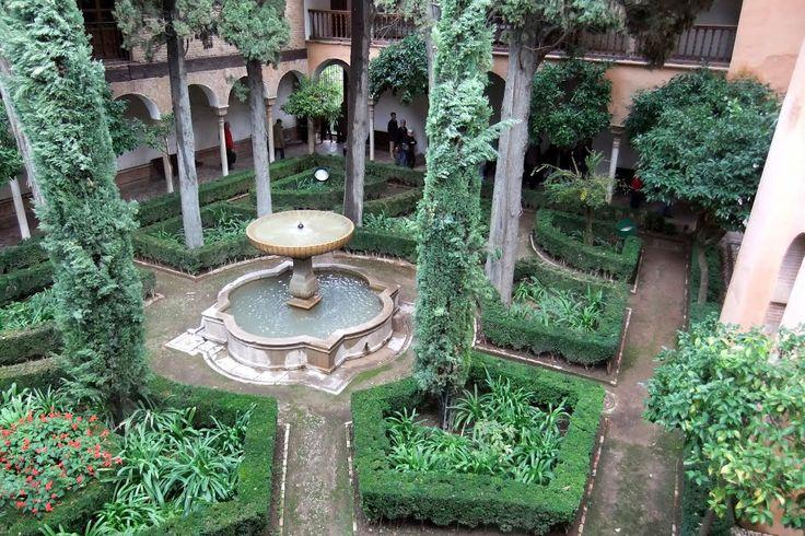 Alhambra - Jardines de Daraxa - photo: Robert Bovington  # Alhambra # Granada #Andalusia #Spain http://bobbovington.blogspot.com.es/2011/10/alhambra.html